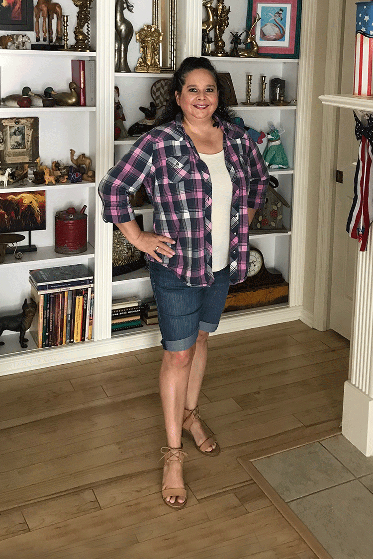 Styling your shirt 6 different ways - dressing over 50. 6 different ways curvy girls can style a shirt to make you look skinnier. #curvy #fashion #style