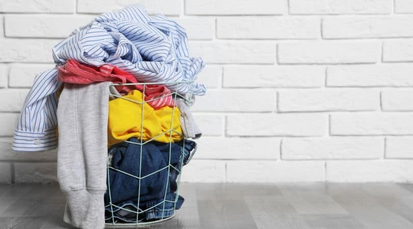 How to use white vinegar to remove smoke smells from laundry