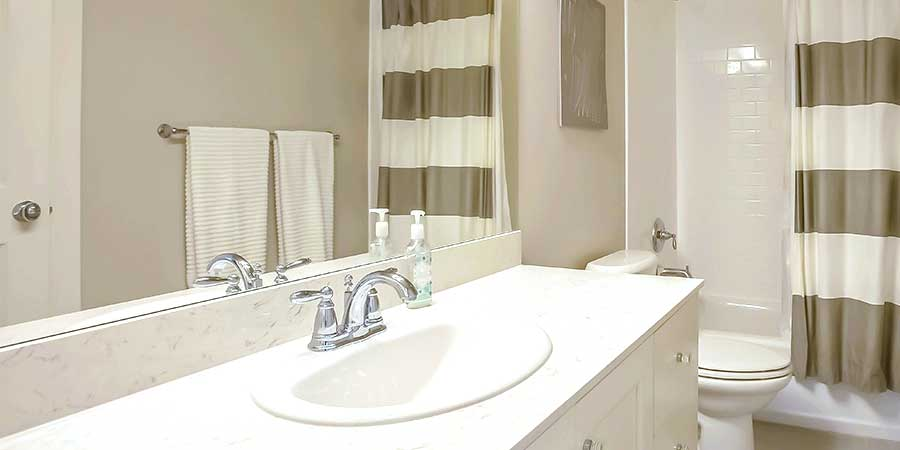 Picture of bathroom with shower curtain and towels